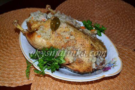 Утка фаршированная рисом в духовке - фото
