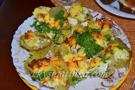 Запеченный картофель с чесноком - фото