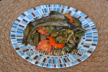 Жареные баклажаны в соевом соусе - фото