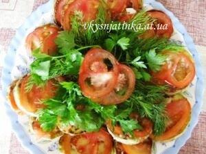 Жареные кабачки с помидором - фото